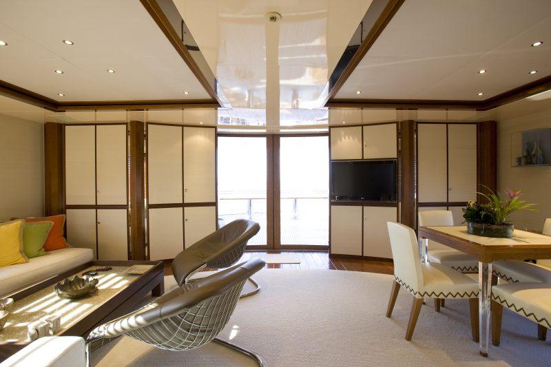 Upper salon 1