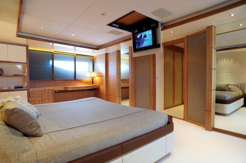 Yacht (10)