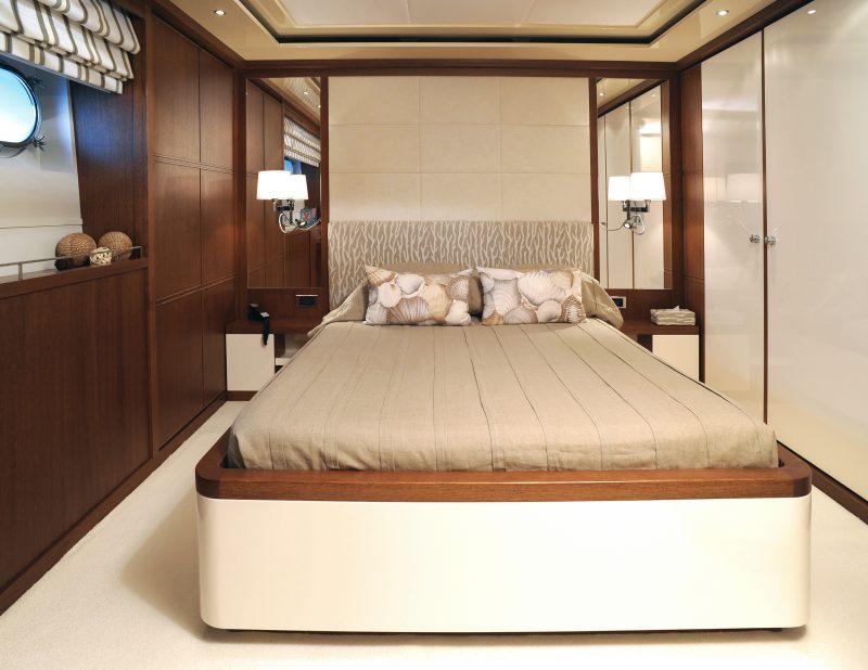 Yacht (12)